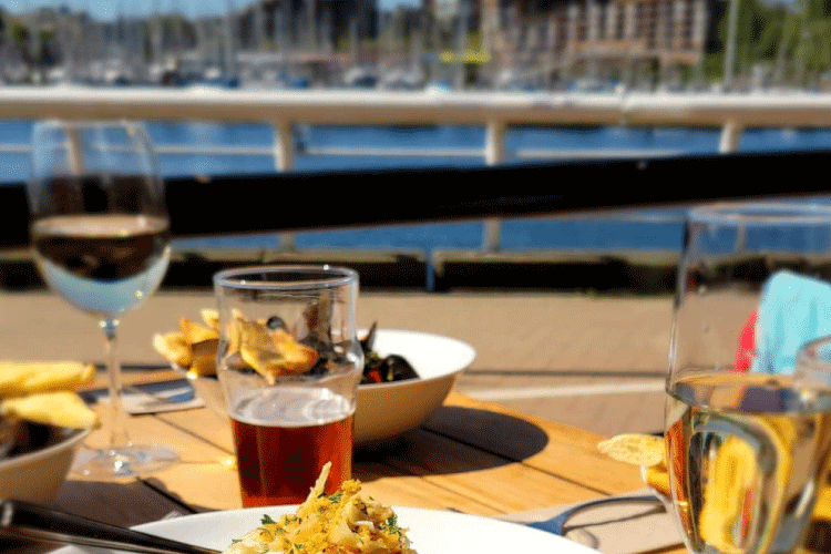 beach ave bar and grill restaurant patio in vancouver - change the way you shop and pay with moola